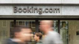 Booking.com stapt in taxibranche