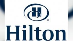 Hilton zet robot Connie in (video)