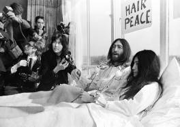 Viering 50 jaar Bed-in for Peace in Hilton Amsterdam